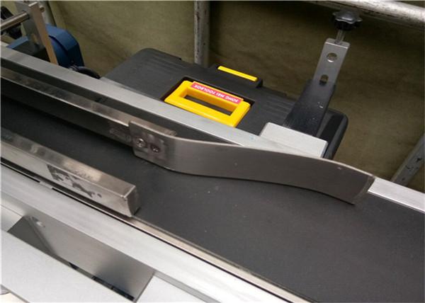 W pełni automatyczna górna maszyna do etykietowania pustych plastikowych torebek kopertowych