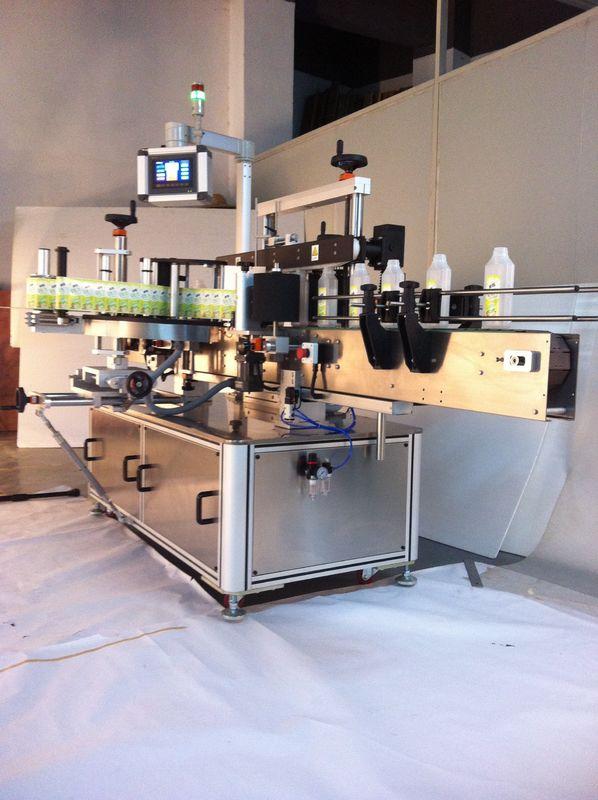 Maszyna do etykietowania butelek kwadratowych napojów Dwustronna etykieciarka do etykiet